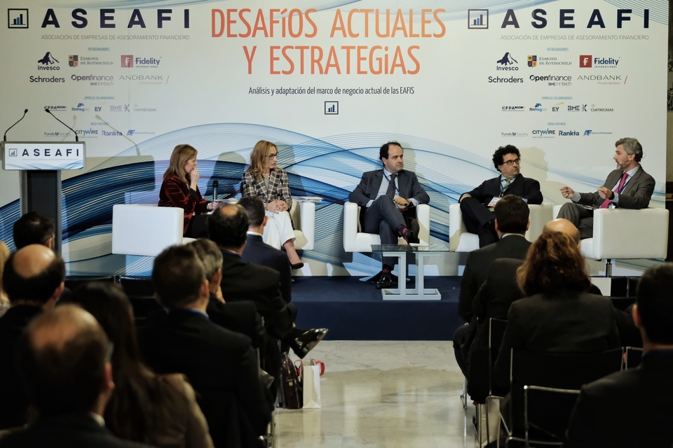 Panel-III.-Como-esta-cambiando-el-marco-de-negocio-para-las-EAFIS ...
